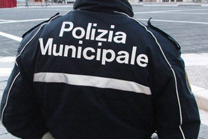 https://www.zerottounonews.it/wp-content/uploads/2016/02/polizia-municipale-701x467.jpg