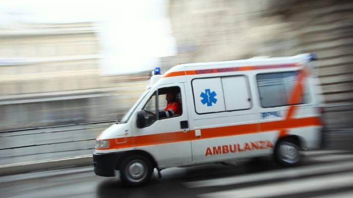 https://www.zerottounonews.it/wp-content/uploads/2019/07/ambulanza1.jpg