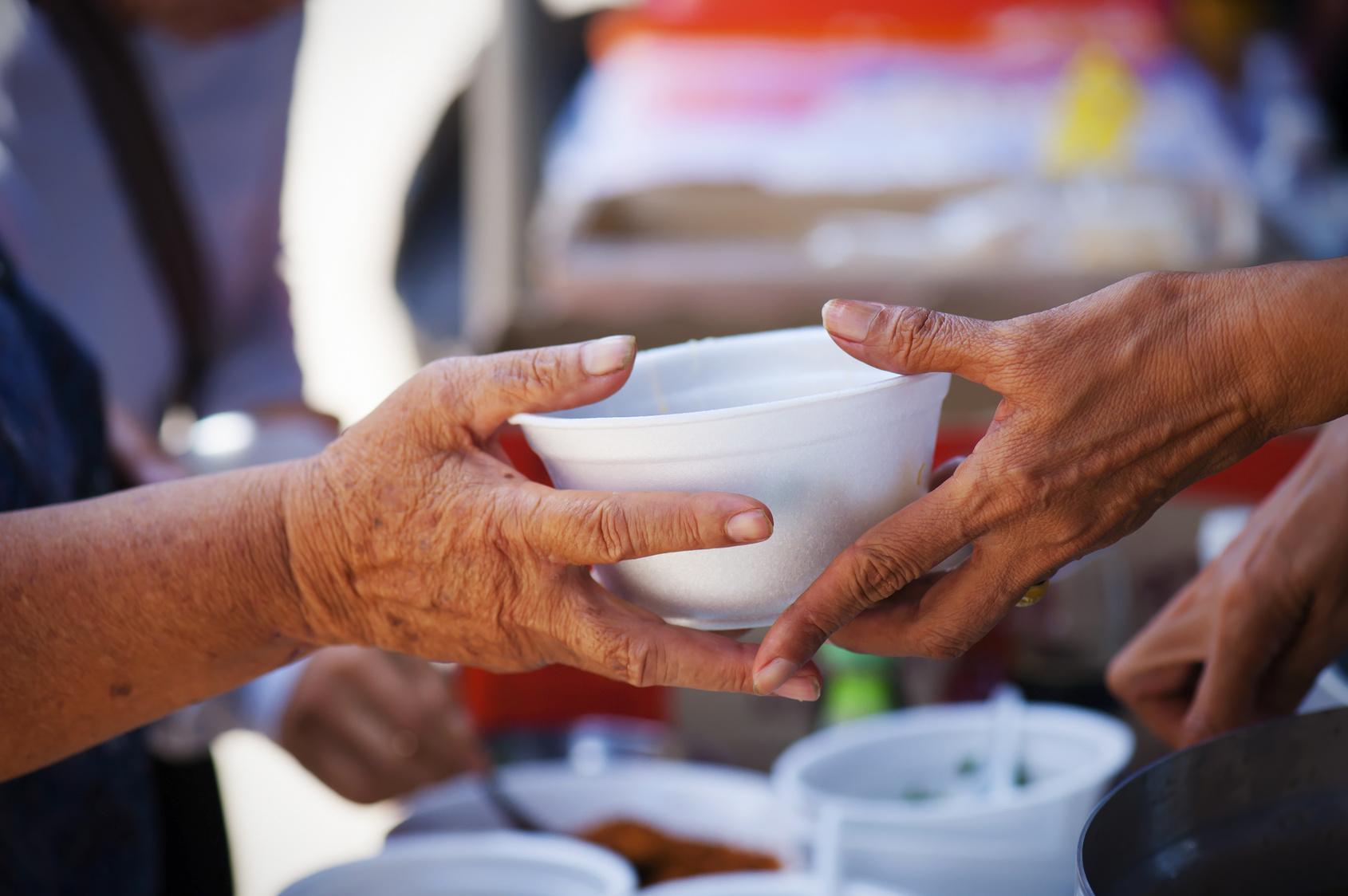 https://www.zerottounonews.it/wp-content/uploads/2020/03/cibo-donazione-poveri.jpg