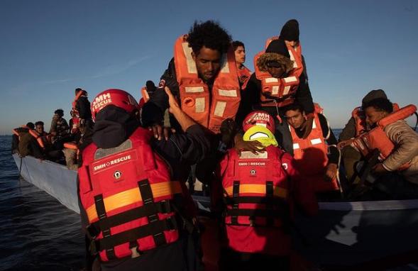 https://www.zerottounonews.it/wp-content/uploads/2021/02/migranti-salvataggio-mare-aita-mari.png