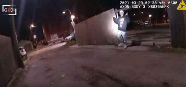 https://www.zerottounonews.it/wp-content/uploads/2021/04/13enne_ucciso_polizia_video-640x300-1.jpg