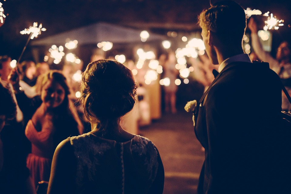 Banchetto di nozze abusivo: multati sposi e invitati a Roccarainola