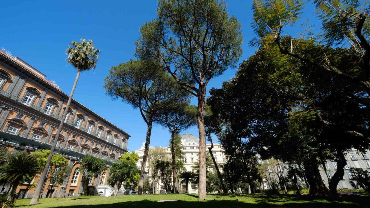 https://www.zerottounonews.it/wp-content/uploads/2021/04/palazzo-reale-napoli-1280x720.jpg