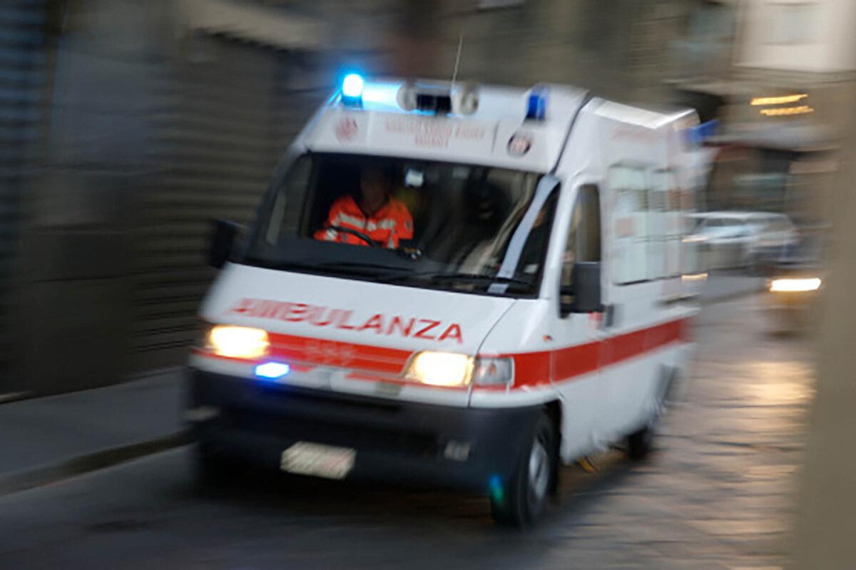 Napoli: sequestra un'ambulanza per soccorrere un parente