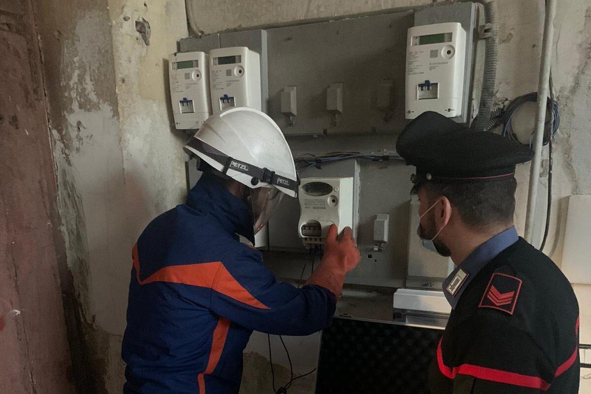 Marigliano: carabinieri si fingono clienti di una pizzeria per sventare furto di energia elettrica