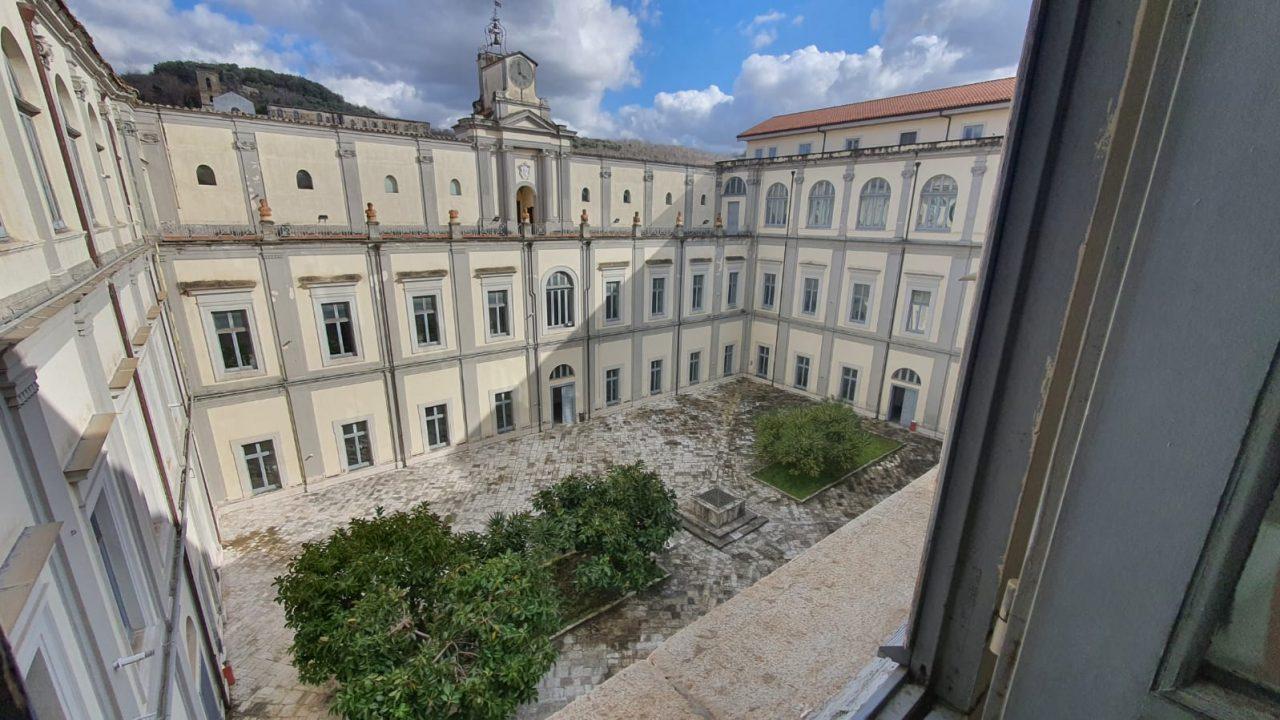 https://www.zerottounonews.it/wp-content/uploads/2021/06/Cortile-interno-del-Seminario-vescovile-di-Nola-1280x720.jpeg