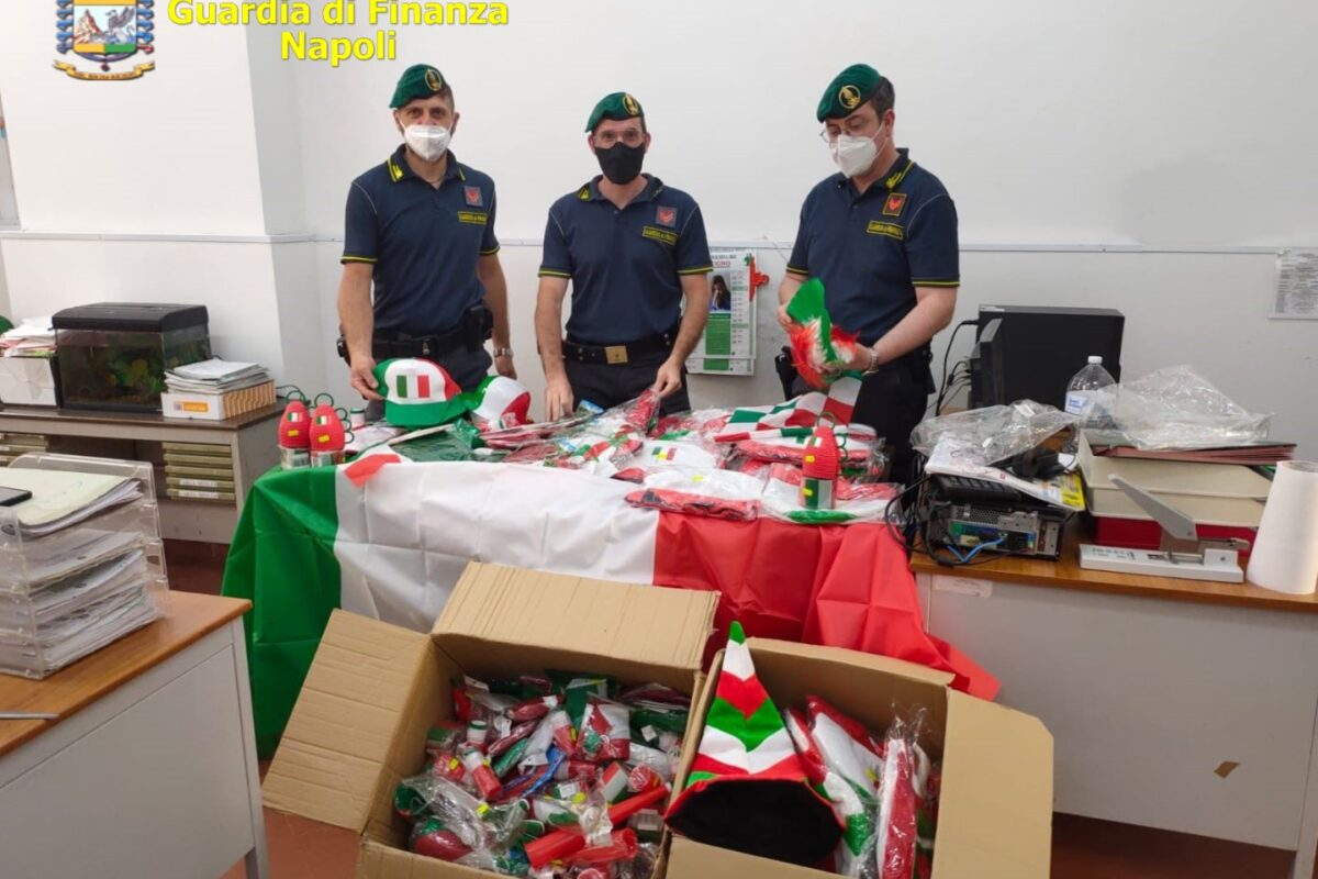 Abbigliamento falso e gadget di Euro 2020 illegali: maxi sequestro a Napoli e provincia