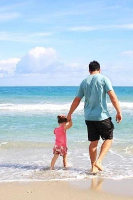 I genitori separati devono pagare le vacanze estive dei figli? Ecco cosa dice la Legge