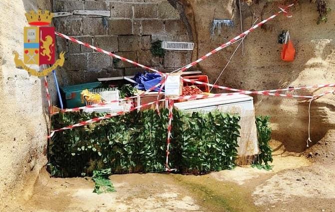 Napoli: toglie i sigilli sui lettini abusivi sequestrati a Marechiaro, denunciato