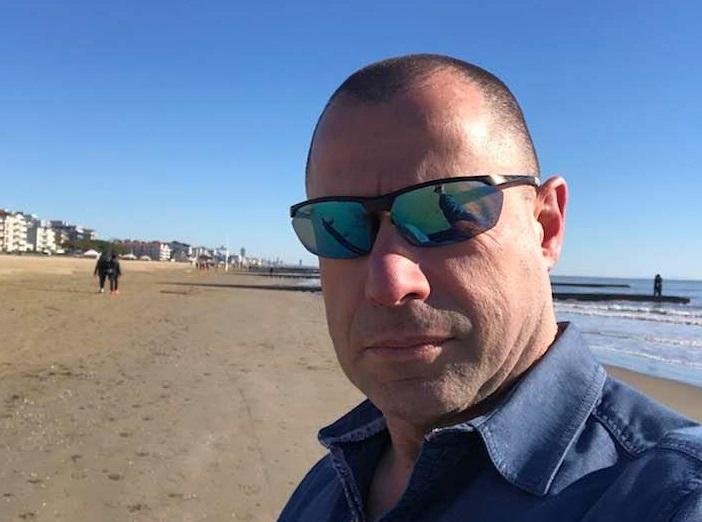 https://www.zerottounonews.it/wp-content/uploads/2021/08/candido-avezzu-poliziotto-covid.jpg