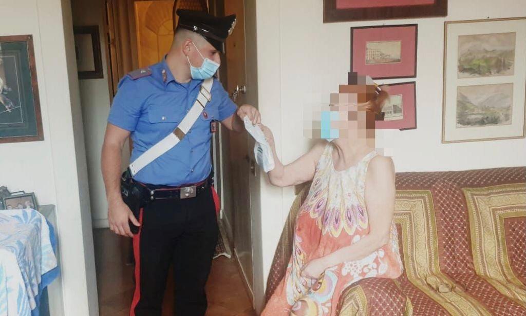 https://www.zerottounonews.it/wp-content/uploads/2021/09/carabinieri-anziana.jpg
