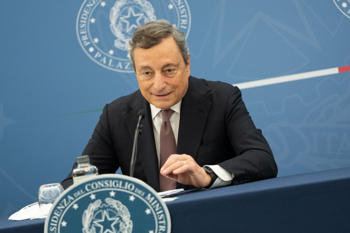 """Draghi: """"I migranti che arriveranno in Italia saranno vaccinati contro il Covid"""""""