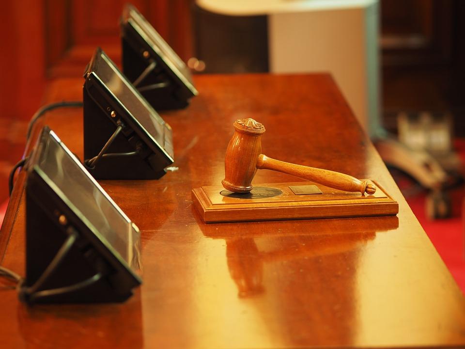 https://www.zerottounonews.it/wp-content/uploads/2021/09/judge-1587300_960_720-tribunale.jpg