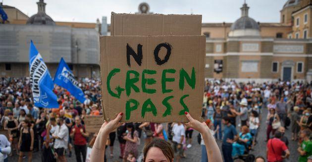 No Green Pass: nasce il comitato per chiedere un referendum
