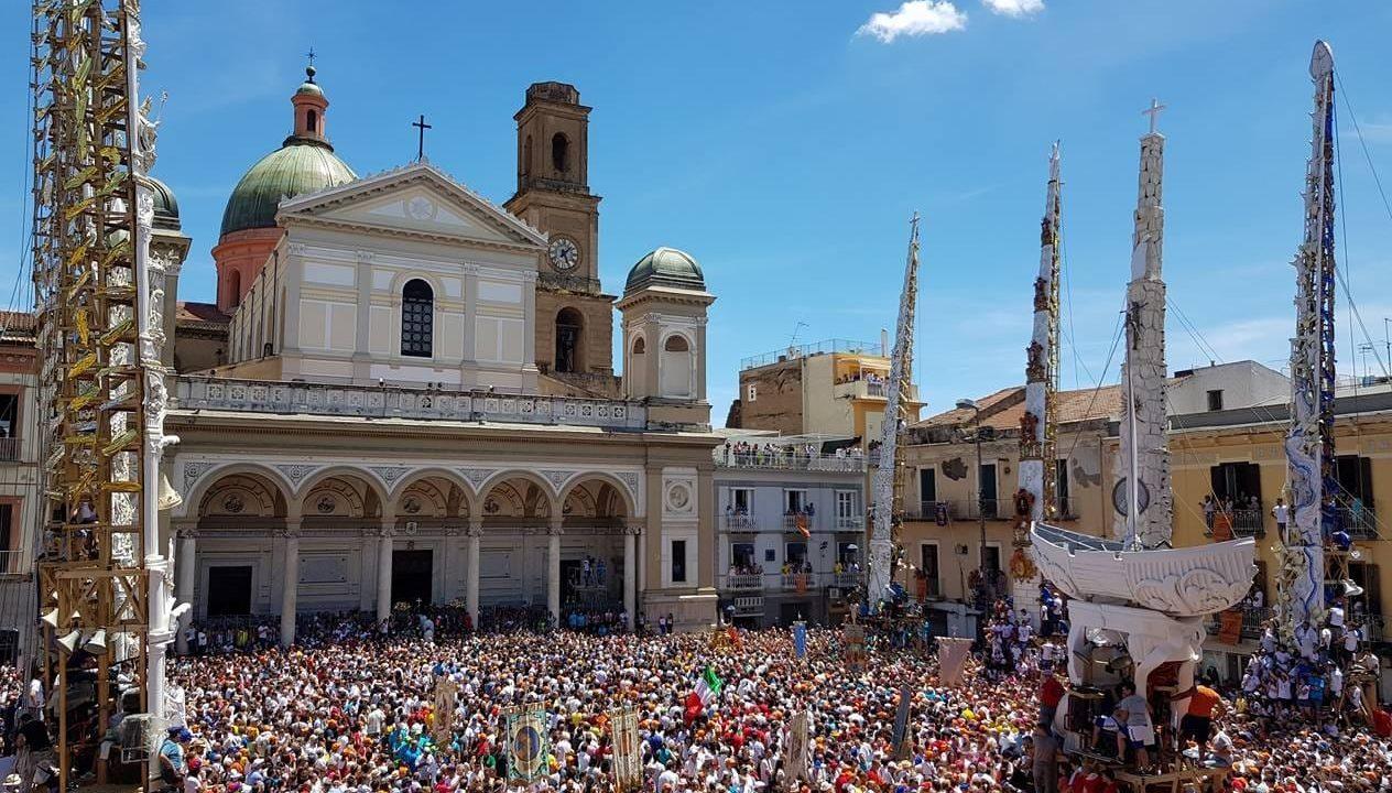 https://www.zerottounonews.it/wp-content/uploads/2021/10/festa-dei-gigli-di-nola-1264x720.jpg