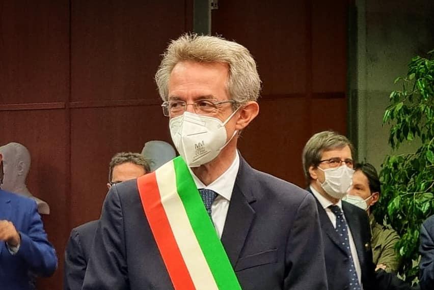 Manfredi proclamato sindaco di Napoli, De Magistris saluta dopo due mandati